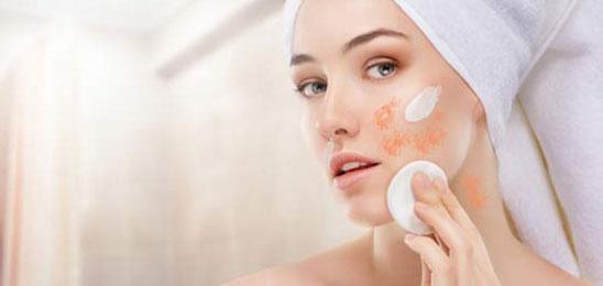 Reibeisenhaut: Wie behandeln und was gegen Hautirritation hilft
